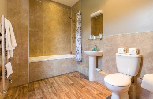 A bathroom at The Lounge Hotel & Bar