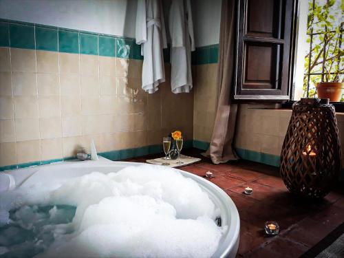 Un baño de La Fuente del Sol Hotel & Spa