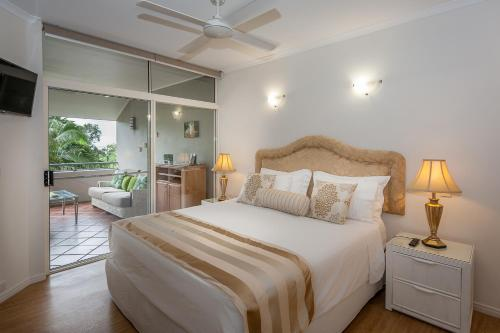 A bed or beds in a room at Oasis at Palm Cove