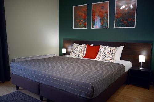 Кровать или кровати в номере Apartments and flats Zona Komforta