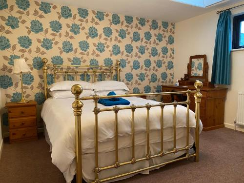 A bed or beds in a room at Station House, cafe, bar and rooms