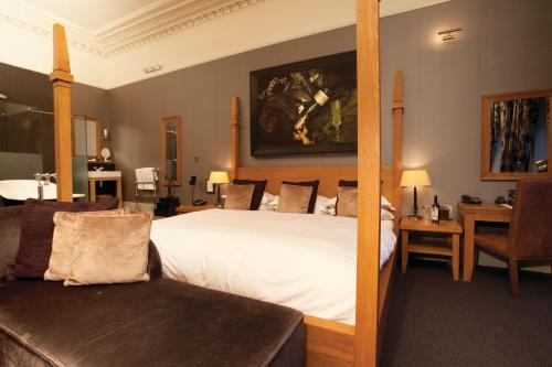 A bed or beds in a room at Hotel du Vin Cheltenham