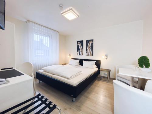 Кровать или кровати в номере Hotel Restaurant Alt Pirmasens