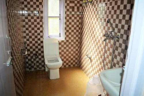 A bathroom at RUFINA LACHUNG de' CROWN