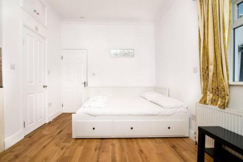 A bed or beds in a room at Amazing Studio Flat - 3 mins to Arnos Grove tube