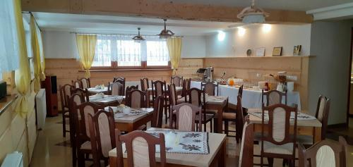 A restaurant or other place to eat at Willa Laskosia