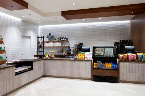 A restaurant or other place to eat at Cleveland Marriott Downtown at Key Tower