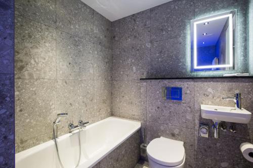 A bathroom at Hard Rock Hotel Amsterdam American