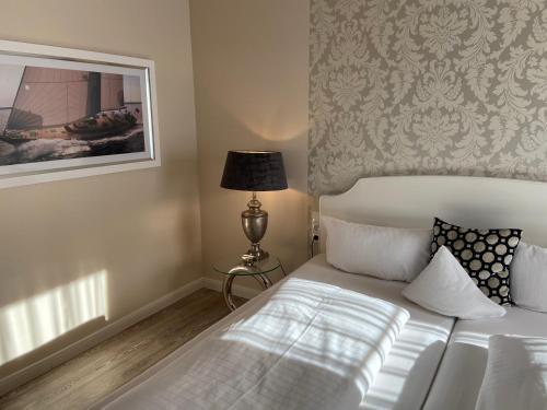 Ein Bett oder Betten in einem Zimmer der Unterkunft Petersen's Landhaus