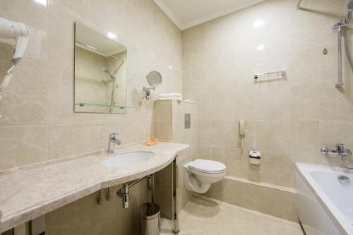 Ванная комната в Central City Hotel Grozny