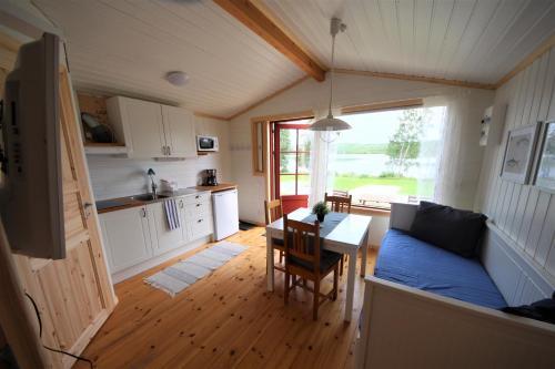 Ett kök eller pentry på Saiva Camping & Stugby