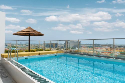 A piscina localizada em Shada Hotel Al Shati ou nos arredores