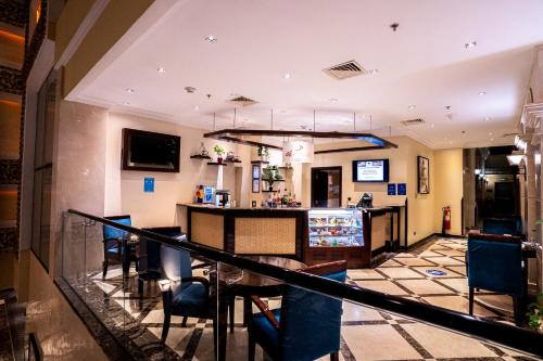 O saguão ou recepção de DoubleTree by Hilton Dhahran