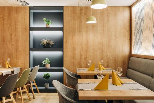 Restauracja lub miejsce do jedzenia w obiekcie Holiday Inn Łódź, an IHG Hotel