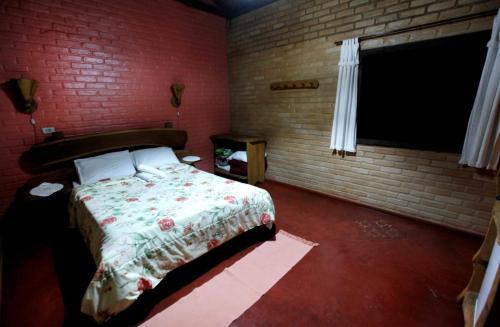 Cama ou camas em um quarto em Pousada Chalés Vale do Sol
