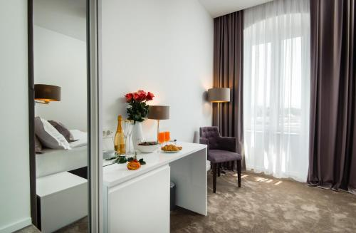 A television and/or entertainment centre at Dream Luxury Rooms