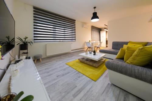 A seating area at Apartman Laudon