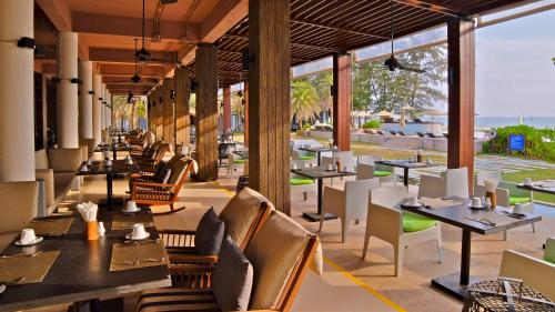 A restaurant or other place to eat at Twin Lotus Resort and Spa - Adult only - SHA Plus