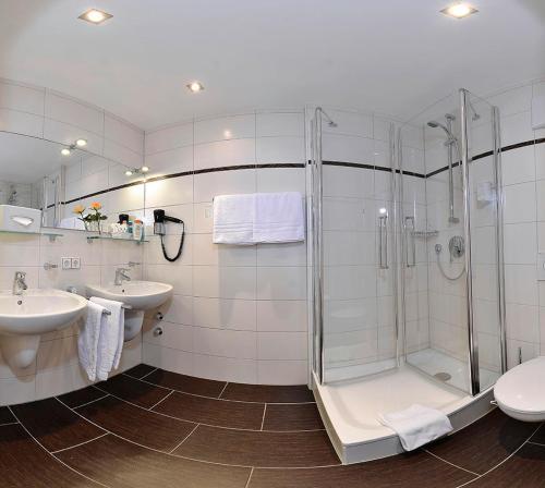 A bathroom at Hotel Schweizer Hof - Superior