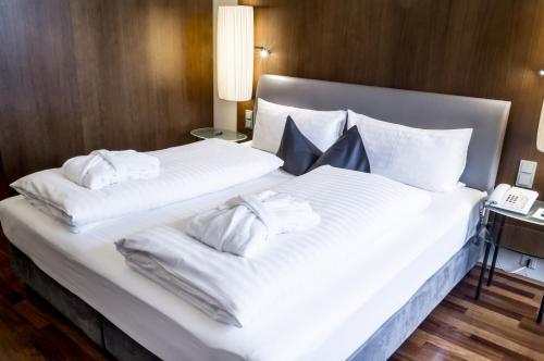 Ein Bett oder Betten in einem Zimmer der Unterkunft The PENZ Hotel