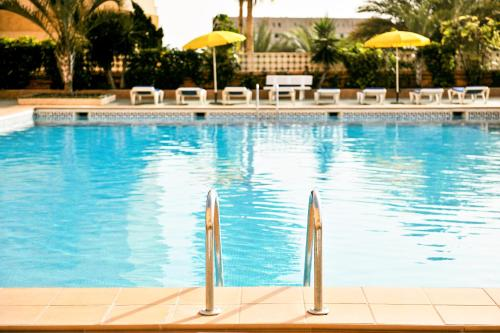 The swimming pool at or close to Servatur Caribe