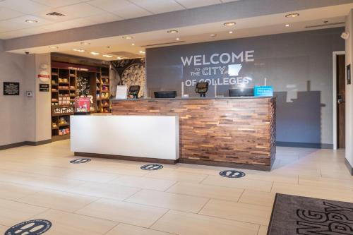 The lobby or reception area at Hampton Inn & Suites Conway, Ar