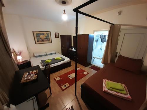 Garden Master-Bedroom Suites