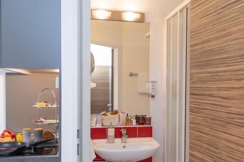 A bathroom at Senator Hotel Vienna