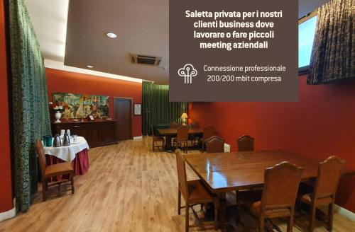 A restaurant or other place to eat at Hotel Continentale