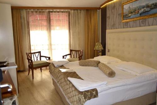 Кровать или кровати в номере Galata Palace Hotel