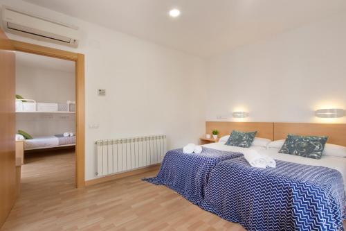 A bed or beds in a room at Hostal La Numantina