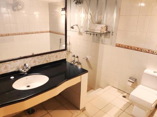 A bathroom at Hotel Bamboo Castle