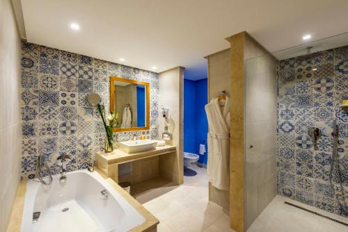 A bathroom at Dawliz Rabat Resort & Spa