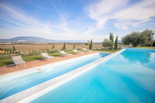 The swimming pool at or near Via Lippia Villa Sleeps 4 with Pool