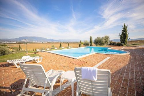 The swimming pool at or near Via Lippia Villa Sleeps 3 with Pool