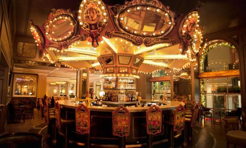 A restaurant or other place to eat at Hotel Monteleone