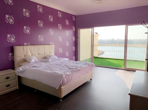Cama ou camas em um quarto em شالية فدرة العروس عالبحر