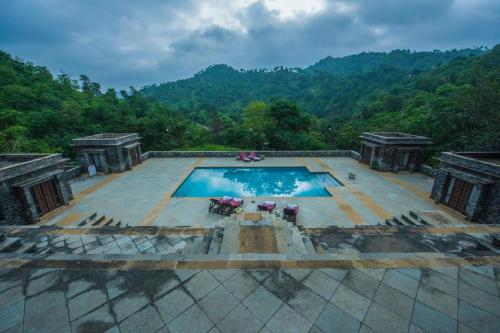 A view of the pool at Hotel Aranyawas or nearby