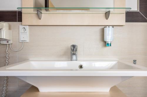 Ein Badezimmer in der Unterkunft Hotel Germania