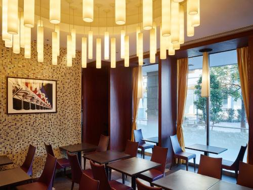 A restaurant or other place to eat at Mitsui Garden Hotel Shiodome Italia-gai