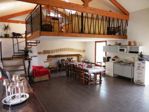Restaurant ou autre lieu de restauration dans l'établissement Maison d'Hôtes des 2 Chênes