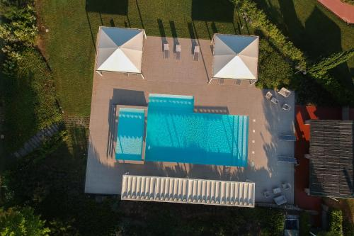 A view of the pool at Resort Casale Le Torri or nearby