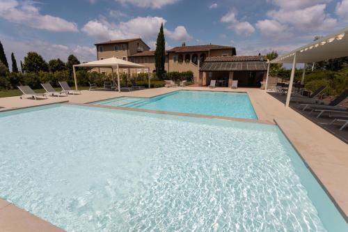 The swimming pool at or near Resort Casale Le Torri