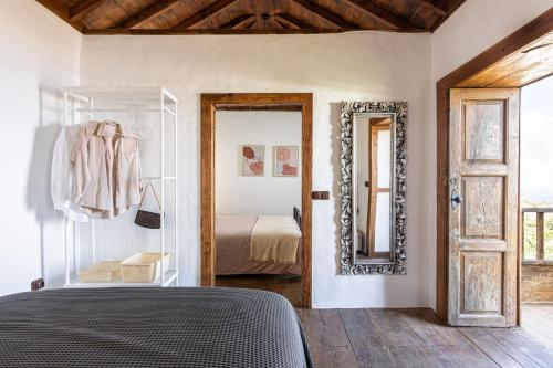 A bed or beds in a room at La Carmona House