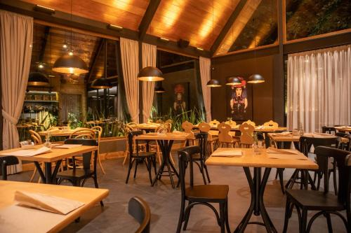 A restaurant or other place to eat at Bavaria Sport Hotel