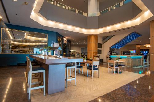 A restaurant or other place to eat at Grand Hotel Tijuana