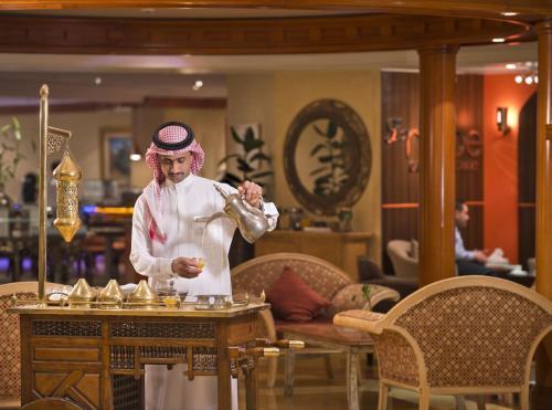Um restaurante ou outro lugar para comer em Holiday Inn Al Khobar, an IHG Hotel
