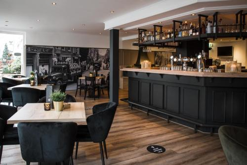 The lounge or bar area at Hotel Riche