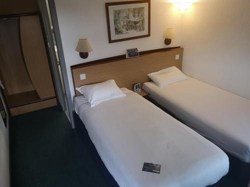 A bed or beds in a room at Campanile Hotel Hull