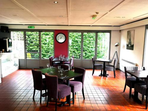 A restaurant or other place to eat at Campanile Hotel Hull